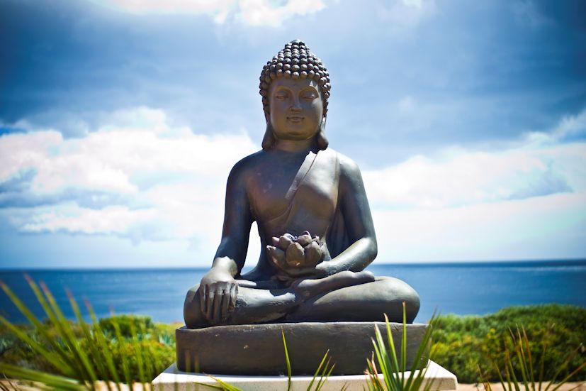 Uma estátua de Buda: as parábolas oferecem reflexão sobre a evolução pessoal | Foto: neonow/Creative Commons