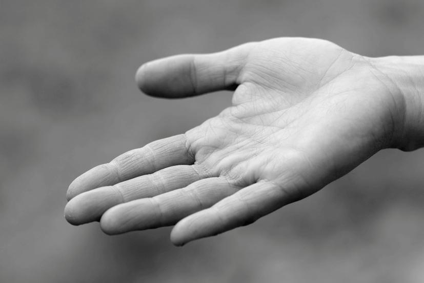 Uma mão estendida: doar Reiki em instituições é uma realidade cada vez mais presente | Foto: Creative Commons/Danny Chapman